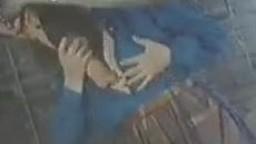 Винтажное зоо порно шаболда в загородке свершает продолжительный минетик коню zoo porno видеофильм